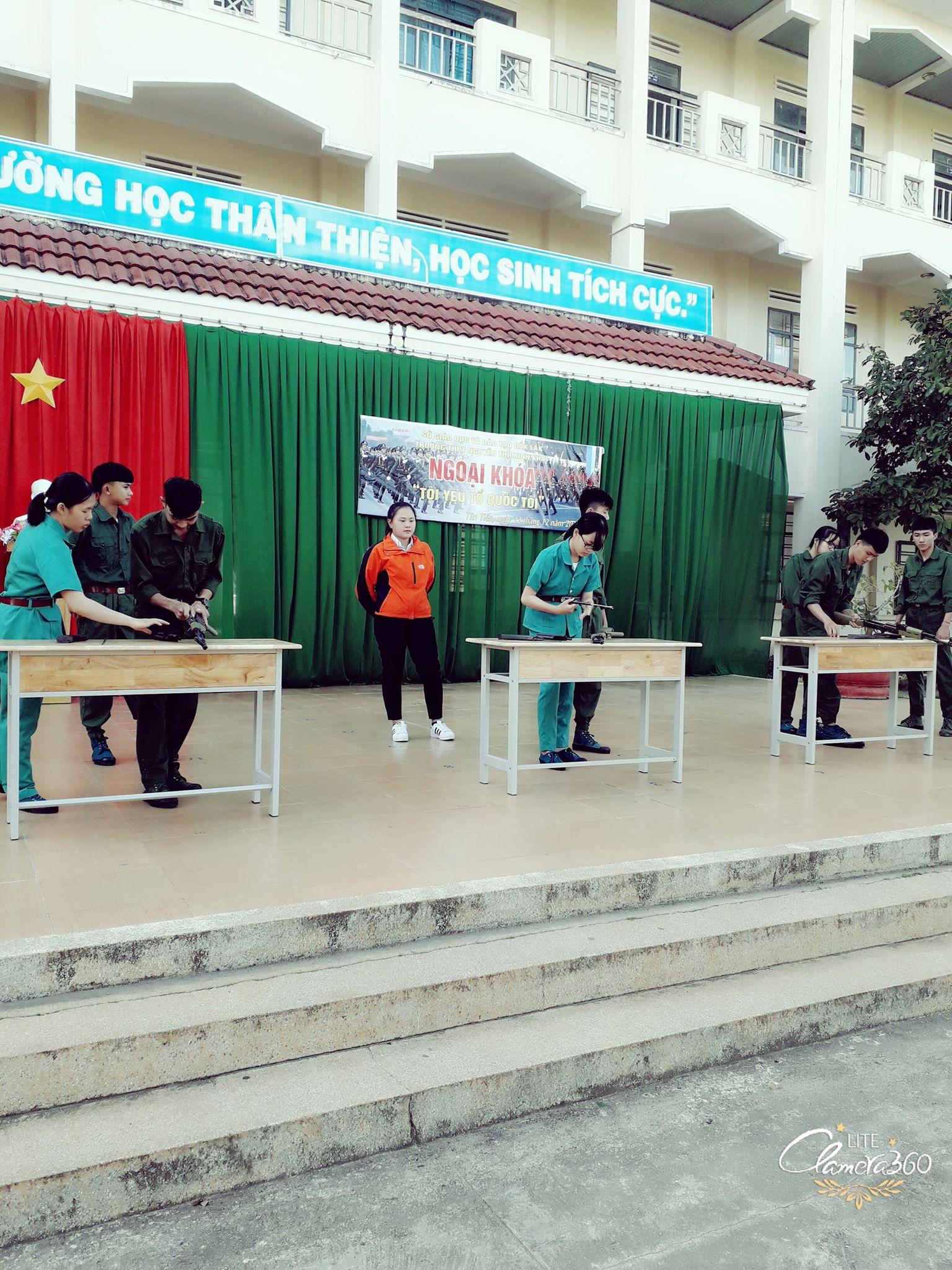 """Ngoại khóa """"Tôi yêu Tổ Quốc tôi"""" kỉ niệm 74 năm ngày thành lập Quân đội nhân dân Việt Nam và 29 năm Ngày hội quốc phòng toàn dân!"""